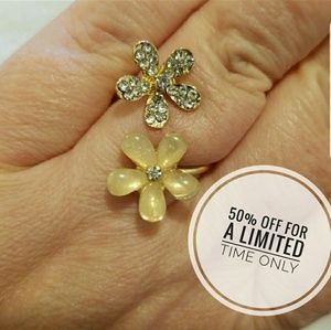 Jewelry - Adjustable gold tone dual flower ring